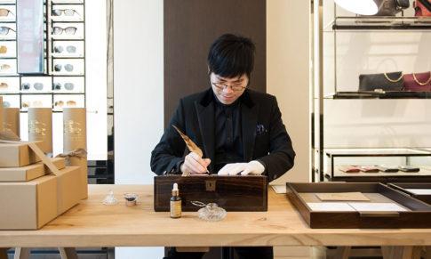 【自由時報】Burberry 指定美學大師韓玉青英倫風格鋼筆字